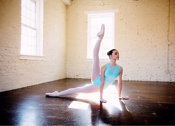 50 Gorgeous Pose Ideas For Your Next Pointe Photo - Page 31 of 50 ...
